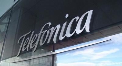 Telefónica es obligada por la CNMC a rebajar los precios de la fibra a Vodafone y Orange