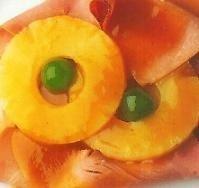 Piña con jamón y salsa glaseada