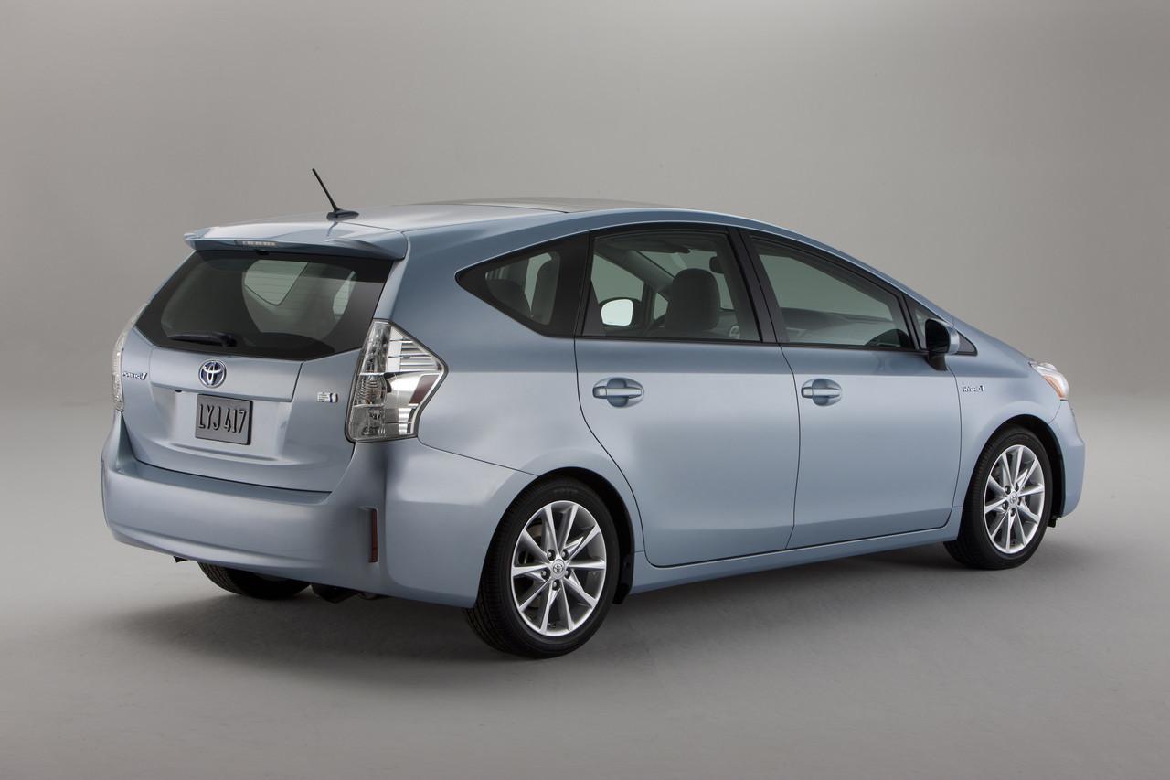 Foto de 2011 Toyota Prius v (11/77)