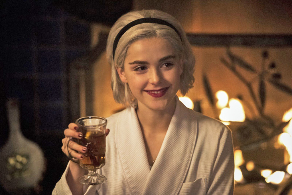 'The chilling adventures of Sabrina' presents the trailer of their special christmas: 'Tale of the winter solstice'