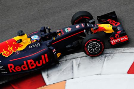 Daniel Ricciardo Libres Rusia 2016 Curva