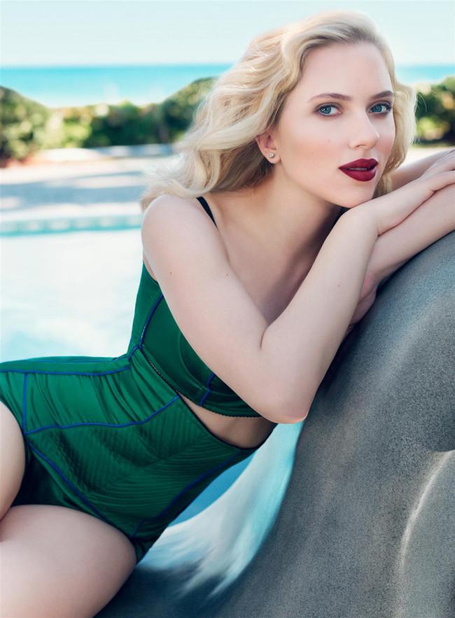 Foto de Scarlett Johansson posados en bañador estilo retro (1/5)