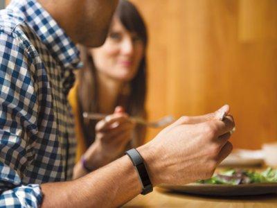 Las nuevas Fitbit Alta te permiten elegir pulseras de plástico, piel y acero inoxidable