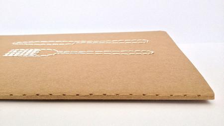 Guarda tus recetas en este precioso cuaderno bordado Moleskine