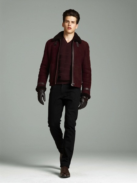 Llega el invierno, llega Versace y su exquisito contraste de cuero y punto contra el frío