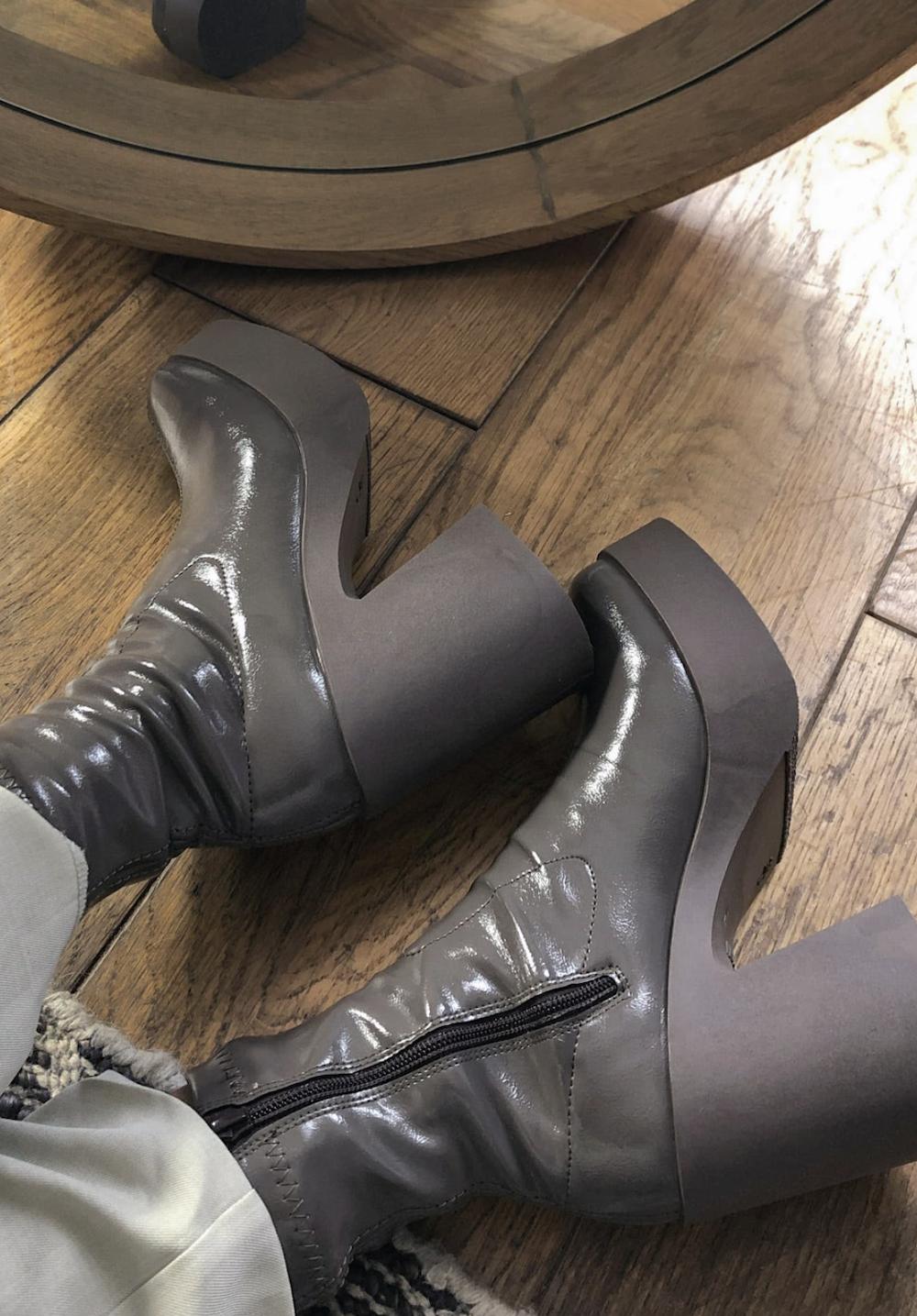 Botas grises de tacón alto estilo calcetín de charol Elsie de ASOS DESIGN