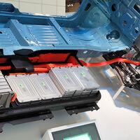 Las baterías de coches eléctricos han pasado de 1.100 a 137$/kWh en 10 años, más cerca de ser más rentables que los de combustión