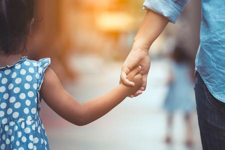 Sanidad estudiará que los niños españoles puedan salir a la calle a dar paseos cortos