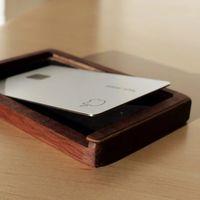 Sí, hay fundas sólo para la Apple Card... y pueden costar más de 1.000 euros