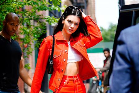 Kendall Jenner nos recuerda la importancia de tener un cropped top a mano