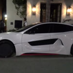 Mira lo que Will I Am le ha hecho a este pobre Tesla Model S