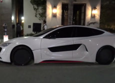 Mira lo que will.i.am le ha hecho a este pobre Tesla Model S