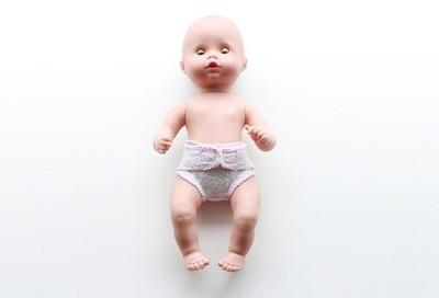 Proyecto DIY: haz un pañal para que tus hijos jueguen a los papás y mamás con sus muñecos