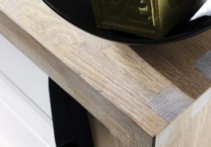 las encimeras de madera maciza son cada vez menos utilizadas ya que son poco resistentes al calor y a los golpes eso s son llamativas y