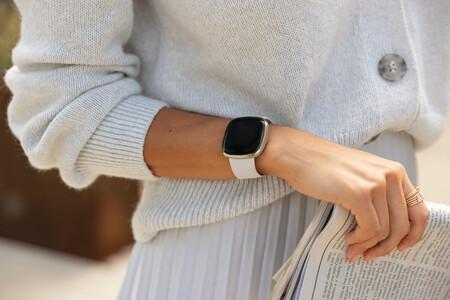 Fitbit Sense Lifestyle Lunar White