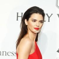 Kendall Jenner, la mujer de rojo (y de negro)