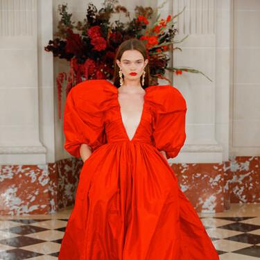 Carolina Herrera celebra su 40 cumpleaños con un desfile Primavera-Verano 2022 llena de espectaculares vestidos de alfombra roja