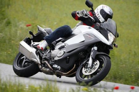 Honda Crossrunner y Miki en acción 5