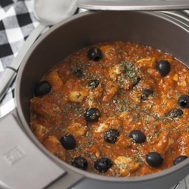 Receta de pollo con aceitunas a la provenzal: disfrutaréis rebañando la salsa del plato (hasta no dejar ni una gota)