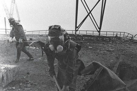 """La verdadera historia del """"escuadrón suicida"""" de Chernóbil, los tres hombres que evitaron un desastre mayor"""