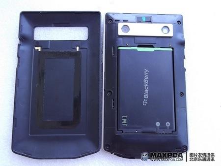 Foto de BlackBerry Bold 9980 Knight, nueva serie limitada de BlackBerry de gama alta (23/39)