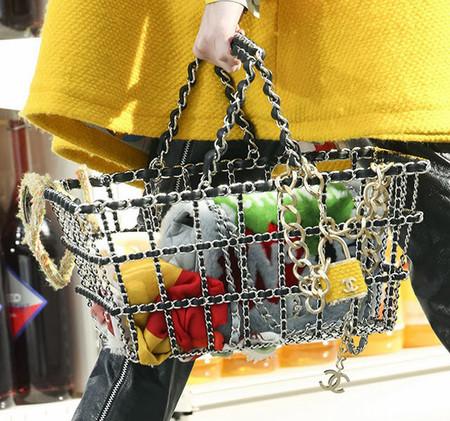 Chanel presenta una nueva colección de bolsos aplicando la visión Warholiana del consumo