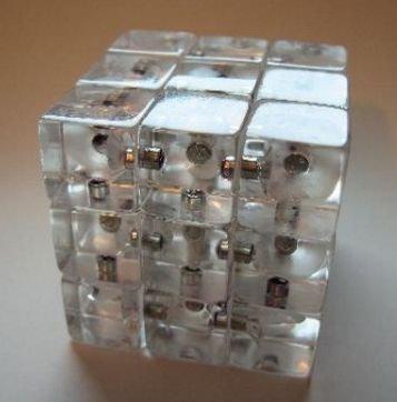Popurri: cubo de rubik transparente, anti-manifestaciones y auriculares de lujo