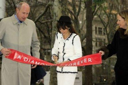 Penélope Cruz y Elton John, juntos contra el sida