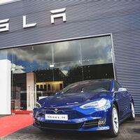 Tesla sube 5.000 euros el precio del Model S básico en España, superando a las versiones de acceso del Porsche Taycan