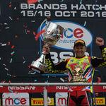 Shane Byrne le arrebata el título del Británico de Superbikes a Leon Haslam