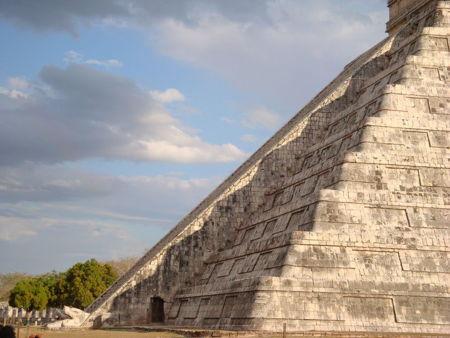 Chichén Itzá el día de equinoccio y el descenso de la serpiente emplumada