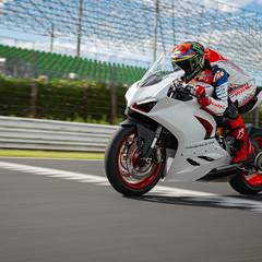Foto 9 de 9 de la galería ducati-panigale-v2-white-rosso-2020 en Motorpasion Moto