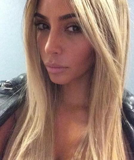 Y de nuevo Kim Kardashian se pasa al lado rubio