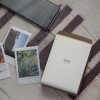 ¿Imprimir las fotos del móvil en diez segundos? Mira cómo lo hace la nueva Fuji Instax