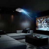 LG lanza el proyector 4K CineBeam UHD: 2.700 lúmenes y hasta 300 pulgadas de diagonal para montar un cine en casa