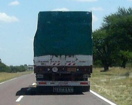 Adelantamiento a camión