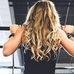 Los ejercicios que te ayudan a hacer más dominadas