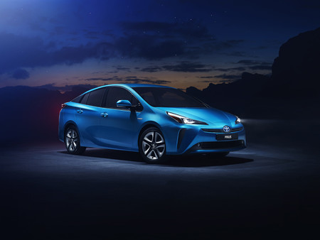 Toyota Prius Awd E