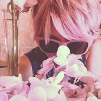 Nueva celebrity con melena rosa. ¿Quién es la nueva víctima?
