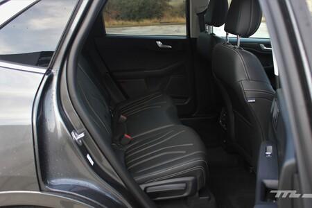 Ford Kuga Hybrid 2021 asientos traseros