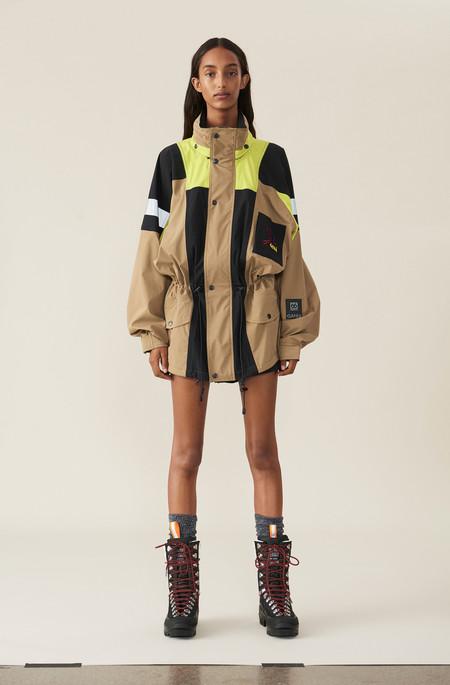 Clonados y pillados: la chaqueta de Ganni que se clonó (o duplicó) en la nueva colección de Bershka