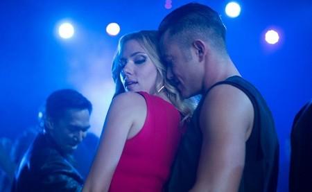 Scarlett Johansson restregándose con Joseph Gordon-Levitt
