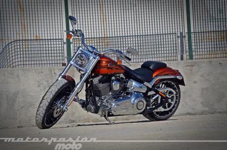 Harley-Davidson Breakout CVO, prueba (conducción en ciudad y carretera)