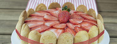 Tarta Charlota de fresas: receta fácil sin horno perfecta para aprovechar esta fruta