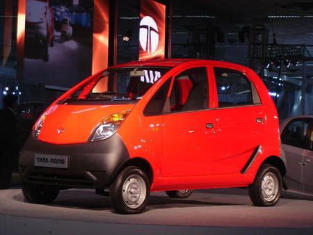 Adiós al Tata Nano, el coche más barato del mundo que hacía temblar a los dummies en las pruebas de choque