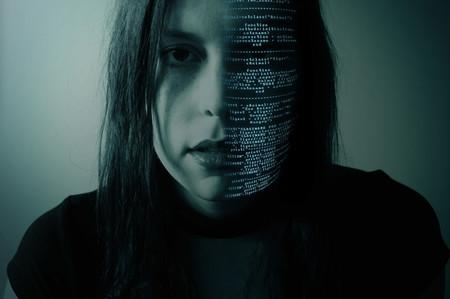 No, la palabra 'hacker' no significa 'criminal informático'
