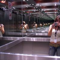 Cuando te miras en el espejo y no te gusta lo que ves: Las distorsiones corporales a las que nos sometemos hoy en día