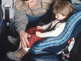 Consejos para que los niños viajen seguros en coche