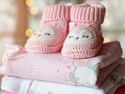 Qué hacer con la ropa de bebé que ya no le queda a tus hijos