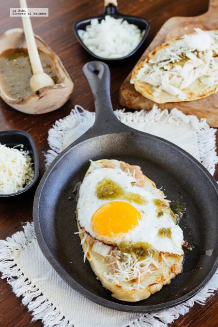 Cómo hacer los tradicionales Huaraches con huevo y con pollo